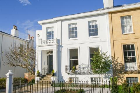 2 bedroom apartment to rent - Park Place, Cheltenham, GL50