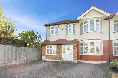 4 bedroom semi-detached house for sale - Lakeside Avenue, Ilford, Essex, IG4