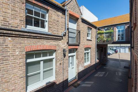 2 bedroom terraced house to rent - Pavilion Mews, Church Street, Brighton, BN1
