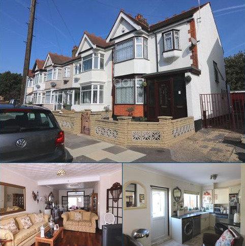 3 bedroom end of terrace house for sale - Hamilton Avenue, Barkingside