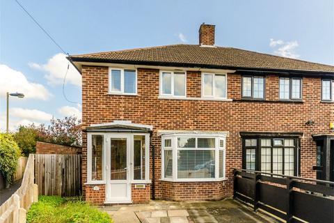 3 bedroom semi-detached house for sale - Aviemore Close, Beckenham