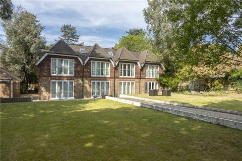 7 bedroom detached house for sale - Warren Road, Coombe Hill, KT2