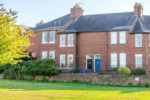 2 bedroom terraced house for sale - Knavesmire Crescent, YORK
