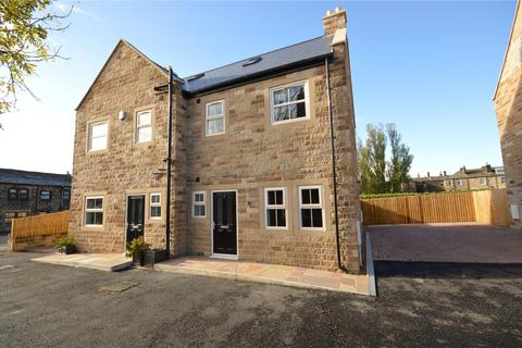 4 bedroom semi-detached house for sale - Kirk Green View, Kirk Lane, Yeadon