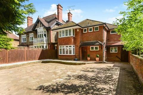 5 bedroom detached house for sale - London Road, Luton