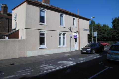 4 bedroom end of terrace house to rent - Francis Avenue, Southsea
