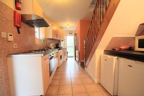2 bedroom semi-detached house to rent - STUDENT LIVING in Headington