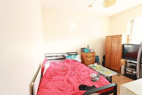 Studio to rent - Hornsey Park Road, N8