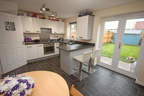 3 bedroom semi-detached house for sale - Moreland Drive, Southport, PR8 6QS