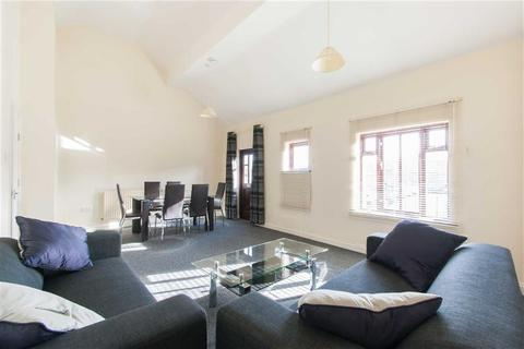 4 bedroom end of terrace house to rent - Essex Park Mews, London