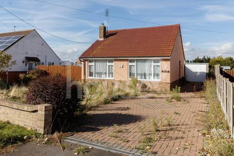 2 bedroom detached bungalow for sale - Scrapsgate Road, Minster on Sea
