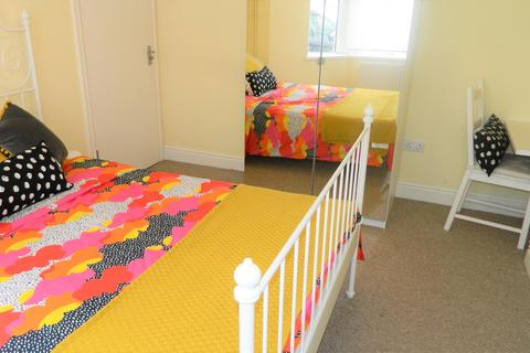 5 bedroom house to rent - Dogfield Street, Cathays, Cardiff