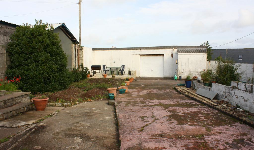 Garden to Workshop/Garage