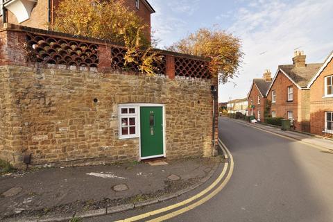 Studio to rent - Millmead Terrace