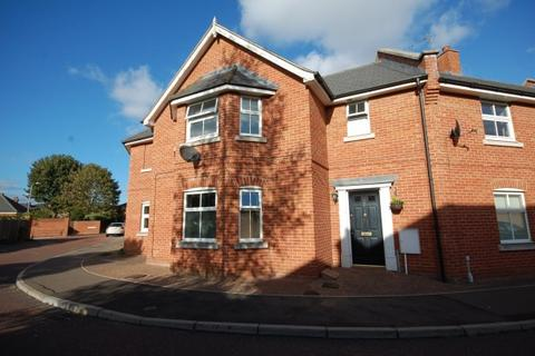 2 bedroom terraced house for sale - Knights Field,  Colchester, CO2