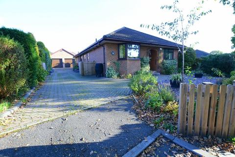 3 bedroom detached bungalow for sale - Lancaster Drive, Verwood