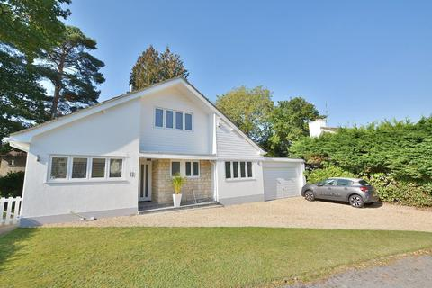 3 bedroom detached house for sale - Larch Way, Ferndown