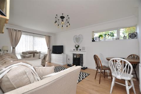 2 bedroom flat to rent - Violet Close, Chelmsford