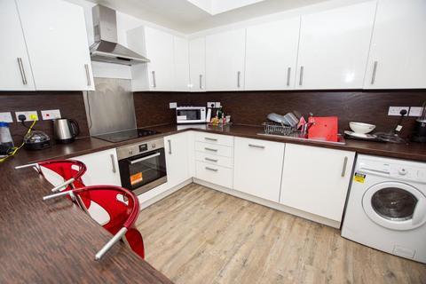 6 bedroom terraced house to rent - Harrow Road