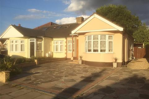 2 bedroom bungalow for sale - Patricia Drive, Hornchurch, RM11