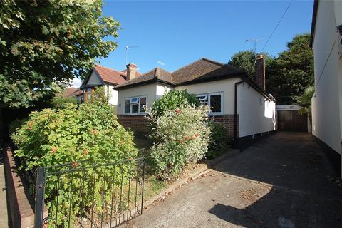 3 bedroom bungalow for sale - Bruce Avenue, Hornchurch, RM12