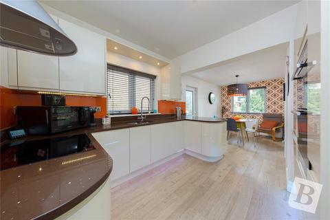 2 bedroom bungalow for sale - Cranham Road, Hornchurch, RM11