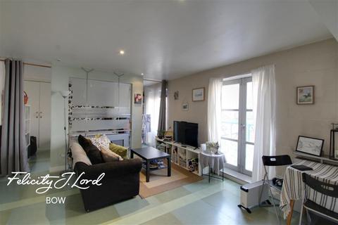 1 bedroom flat to rent - Alphabet Square, E3