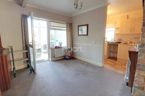 3 bedroom semi-detached house for sale - Cromwell Road, NR7