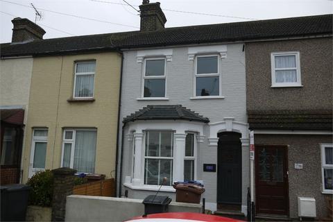 3 bedroom terraced house to rent - Salisbury Road, GRAYS, Essex