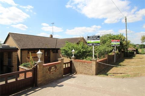 3 bedroom detached bungalow for sale - Ivy Lodge, Claverhambury Road, WALTHAM ABBEY, Essex
