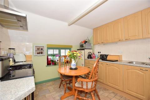 2 bedroom semi-detached house for sale - London Road, Teynham, Sittingbourne, Kent