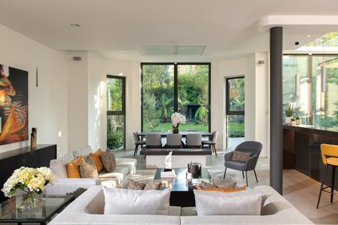 2 bedroom ground floor flat for sale - King Henrys Road, London. NW3