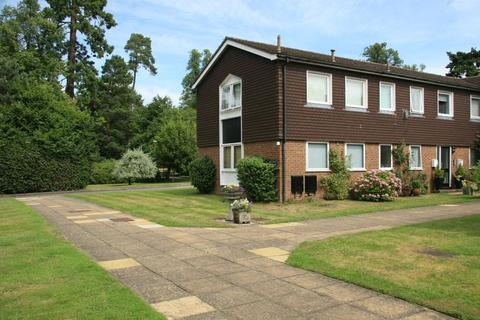 2 bedroom apartment to rent - Maple Court, Larchmoor Park, Gerrards Cross Road, Stoke Poges, SL2