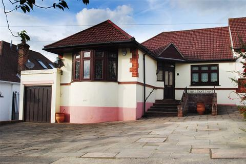 2 bedroom bungalow for sale - Masefield Drive, Upminster, RM14