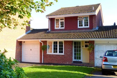 3 bedroom detached house for sale - Bourne End