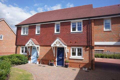 3 bedroom end of terrace house to rent - Alton