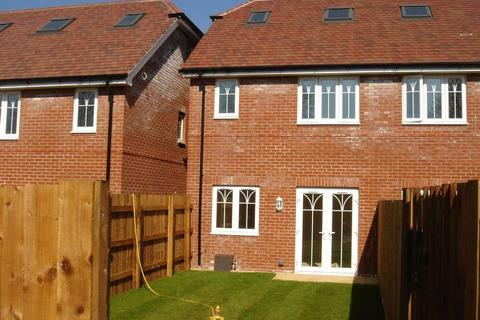 3 bedroom townhouse to rent - Alton