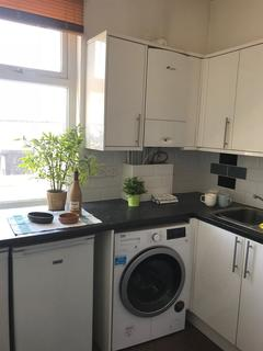 4 bedroom flat to rent - 1 Room available in flat share, Chorlton