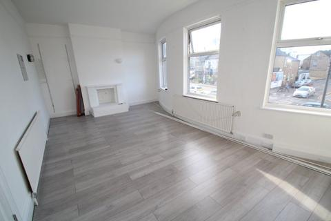 4 bedroom flat to rent - Station Road, Harrow HA1 2RH
