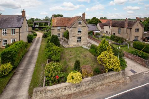 4 bedroom farm house for sale - Station Road, Launton, Bicester