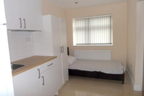 Studio to rent - West Drayton Road, Uxbridge