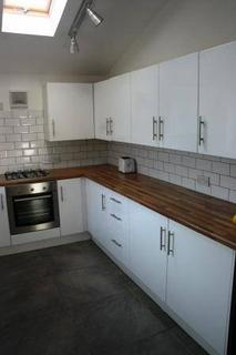 4 bedroom semi-detached house to rent - Filey Road  M14