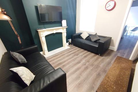3 bedroom terraced house to rent - Halsbury Road, Kensington