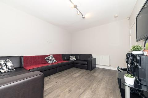7 bedroom terraced house to rent - Wald Avenue M14