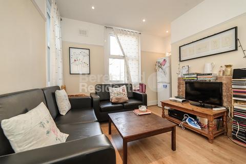3 bedroom flat - Felsberg Road, Brixton