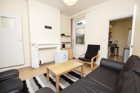5 bedroom terraced house to rent - Warwards Lane, B29