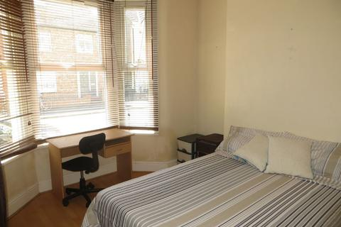 3 bedroom terraced house to rent - Connaught Road, Kensington Fields