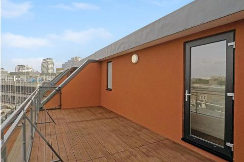 1 bedroom penthouse to rent - Wote Street