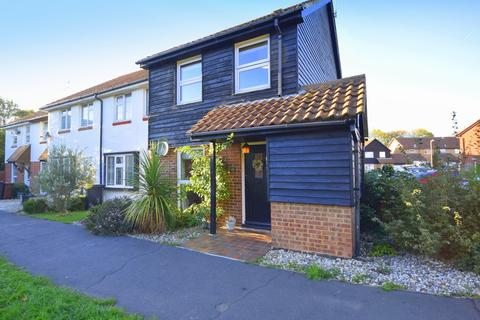 3 bedroom end of terrace house for sale - Herringham Green, Chelmsford, CM2 6QQ