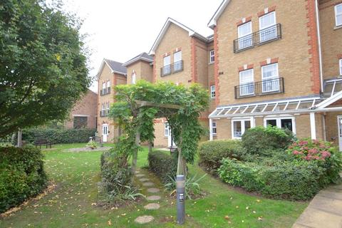 1 bedroom apartment to rent - Draper Close, Isleworth